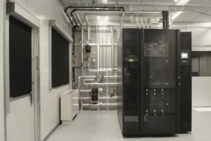 Die Kühlung von Computersystemen in Rechenzentren bietet ein großes und bisher weitgehend ungenutztes Potenzial für Effizienzsteigerung und Nachhaltigkeit. Aquasar, ein neuartiger heißwassergekühlter Supercomputer, der von IBM entwickelt wurde, zeigt dies auf.