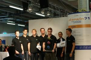 Das Team der Hochschule Luzern siegte beim Wettbewerb darwin21: v.l.: Michael Steiner, Yves Willener, Walter von Matt, Alex Lüchinger, Oliver Odermatt, Lea Allemann, Michael Frey (Bild darwin21)