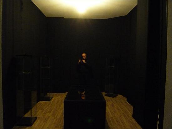 Ich im 2. Raum des Erfinderladens der dämnächst für Überraschung sorgen soll