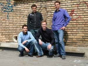 GetYourGuide Gründer von links nach rechts: Tobias Rein, Jochen Mattes; kneeling: Pascal Mathis, Martin Sieber