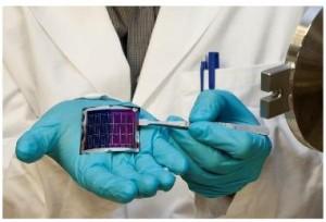 Hocheffiziente und flexible CIGS - Solarzellen auf Polyimidfolie entwickelt mit einem neuen Prozess.