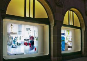 Textil-Line Leuchttransparent als aufmerksamkeitsstarke Schaufenster Dekoration